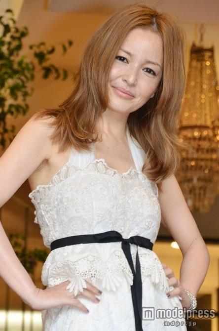 梨花がディレクターを務めるファッションブランドが大人気ですごい!のサムネイル画像