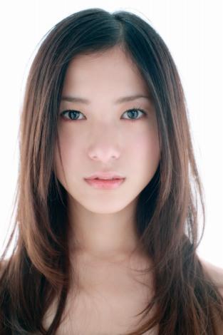 人気女優・吉高由里子は芸名!?本名!?徹底調査!!のサムネイル画像