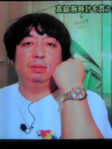 高級腕時計をいくつも!?バナナマン日村の時計のブランドや値段は?のサムネイル画像