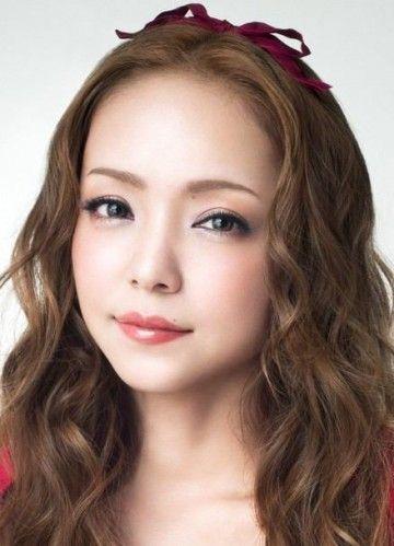 この髪型って真似できる!?ファッション女王・安室奈美恵の髪型紹介のサムネイル画像