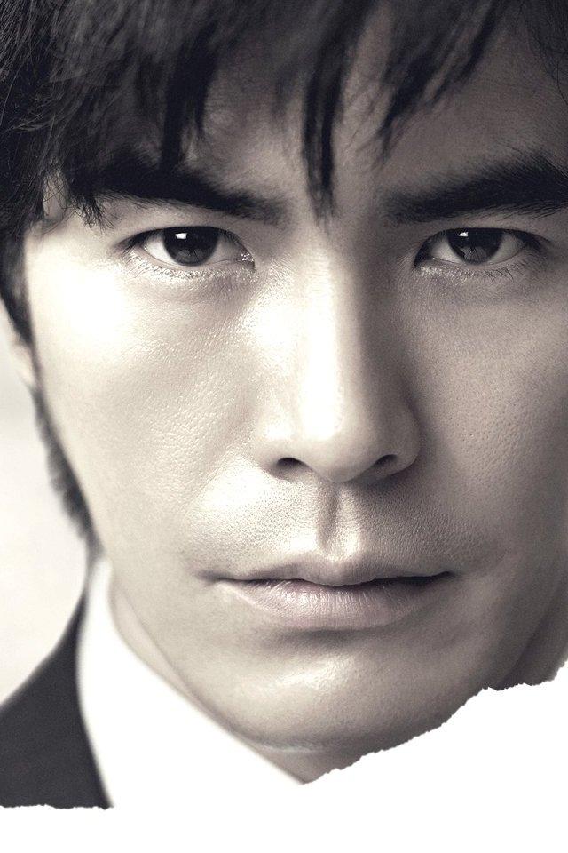 イケメン俳優「伊藤英明」髪型もかっこいい!ショート~ロングのサムネイル画像