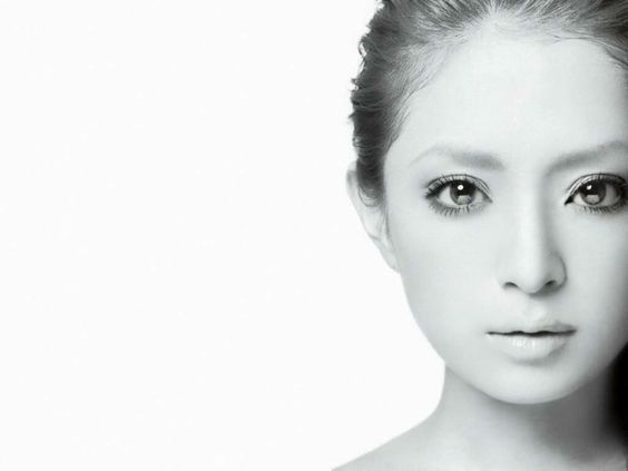 女子高生のカリスマ!伝説の歌姫、浜崎あゆみの身長っていくつなの?のサムネイル画像