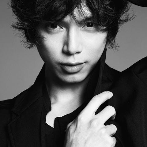 今回紹介するのは大人気イケメン俳優の水嶋ヒロさんの髪型について!のサムネイル画像