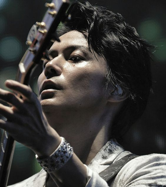 「男性がなりたい顔」殿堂入りの福山雅治さんの髪型はどれもクール!のサムネイル画像