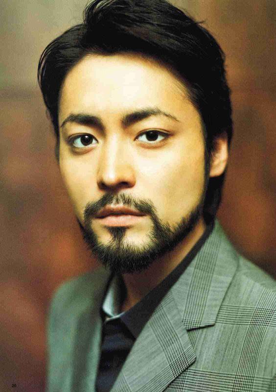 山田孝之さんの胸毛は多い?それとも少ない?気になる彼の胸毛情報のサムネイル画像