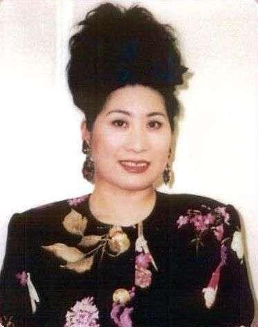 あき竹城の昔の画像がすごい!実はセクシーで女性らしい一面もあったのサムネイル画像