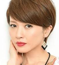 【髪型】厚めバングがポイント!三浦理恵子の大人可愛いショートヘアのサムネイル画像