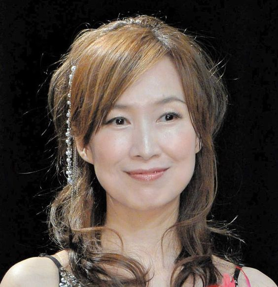 定番のロングヘアからまとめ髪まで♪森口博子さんの髪型特集!のサムネイル画像