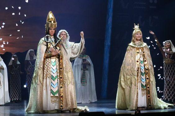 舞台以外でも大活躍!人気ミュージカル俳優ランキングベスト7のサムネイル画像
