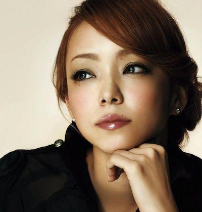 沖縄出身の歌姫、安室奈美恵のいままでの経歴と引退までの軌跡のサムネイル画像