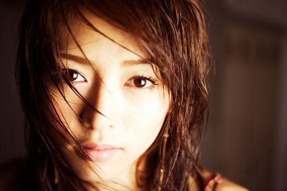 【噂の真相!】釈由美子さんとGACKTさんの過去のただならぬ関係!のサムネイル画像