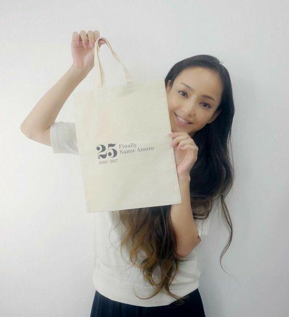 安室奈美恵のライブグッズがオークションで販売されている?のサムネイル画像