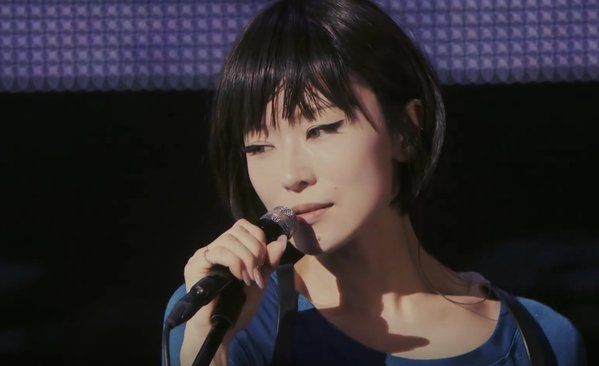 【動画あり】中毒性のある歌声の持ち主 椎名林檎の人気アルバム4選のサムネイル画像