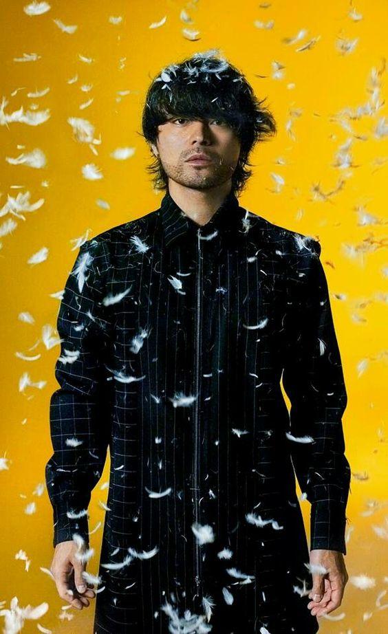 様々な役柄をこなす人気俳優・山田孝之に似合うファッションの系統はのサムネイル画像