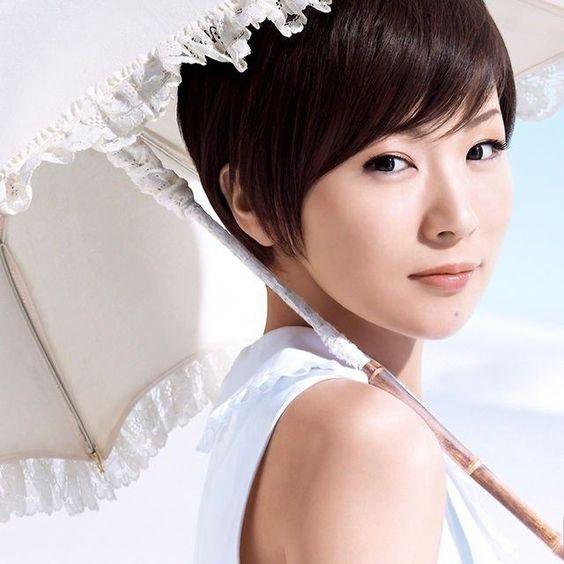 椎名林檎風メイクの方法や椎名林檎が愛用しているコスメ品を紹介!のサムネイル画像