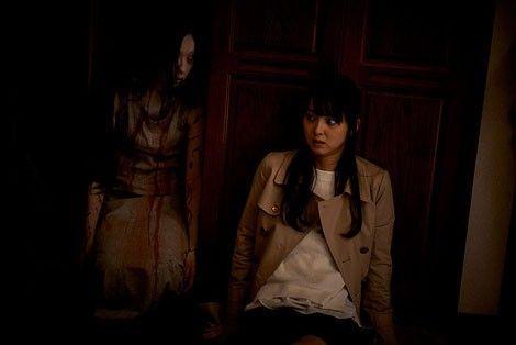 大人気日本のホラー映画シリーズ呪怨のあらすじやネタバレまとめのサムネイル画像