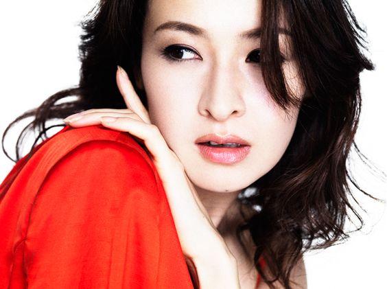 宝塚出身女優・檀れいさんの髪型&作り方・セット方法をご紹介のサムネイル画像