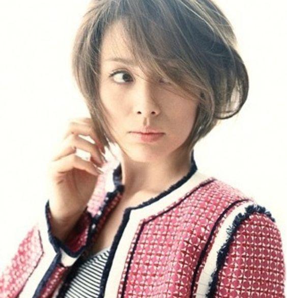 ファッションモデルでもある女優『米倉涼子』さんのスタイルのサムネイル画像