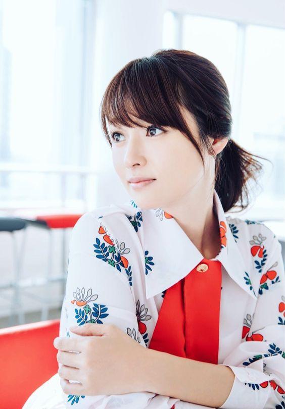 可愛くてスタイル抜群!深田恭子のファッションに注目してみた!のサムネイル画像