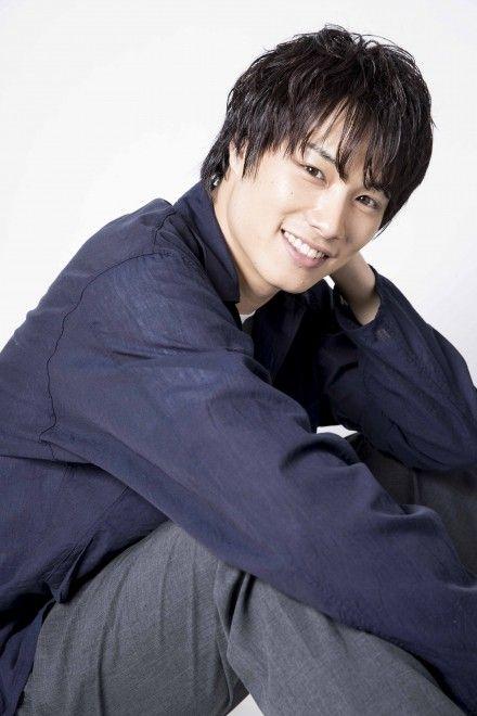 プライベートが垣間見える鈴木伸之ファースト写真集「FACE」が発売のサムネイル画像