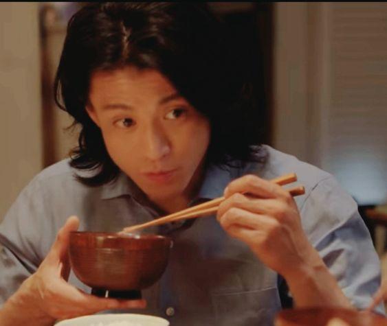 【閲覧注意!】小栗旬がチャーハンを食べるCMが食欲をそそると話題に!のサムネイル画像