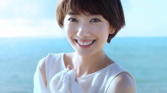 ショートカットが似合う女優、波瑠!そんな波瑠が出演するcmを紹介!のサムネイル画像