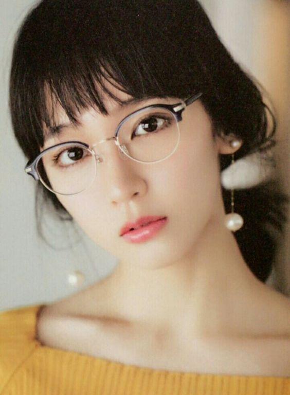 吉岡里帆さんみたいなメガネっ子になりたいそこのあなた、必見です!のサムネイル画像