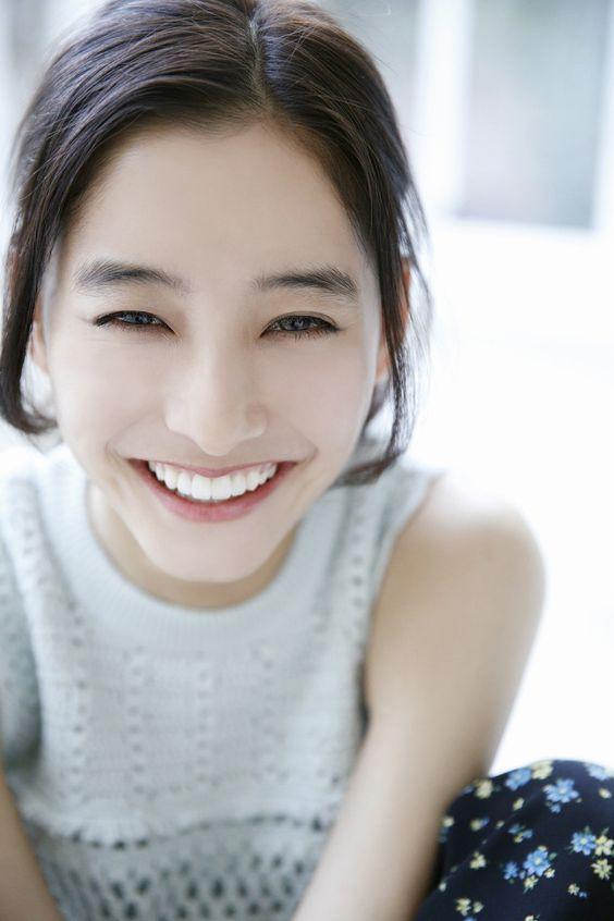 笑顔が魅力的な女優新木優子さん!!大人気の秘密は笑顔に!?のサムネイル画像