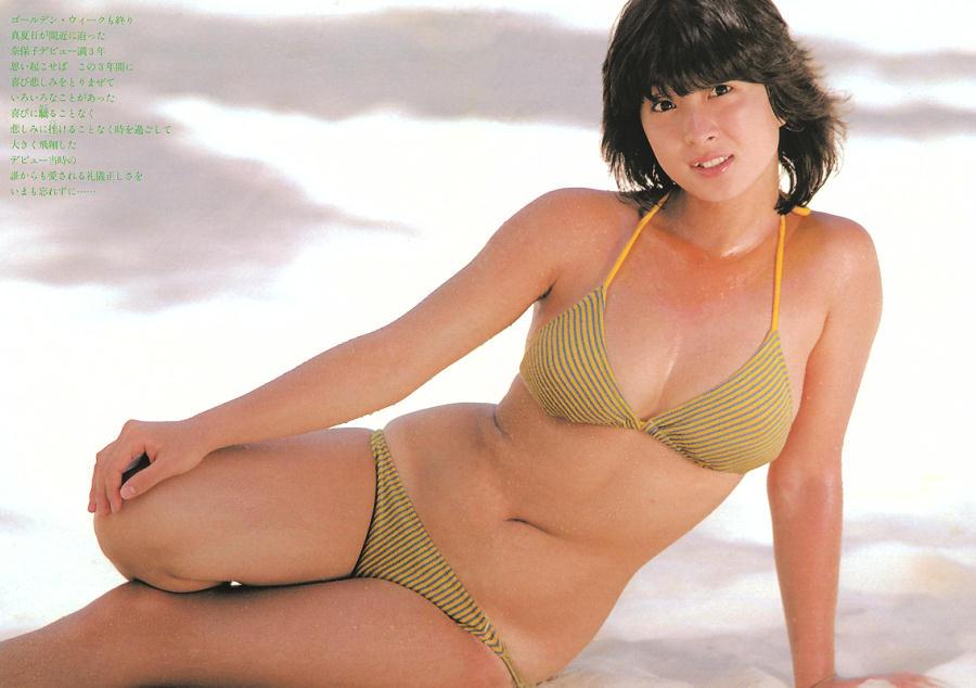 健康的な色気!伝説のアイドル・河合奈保子のセクシーな水着姿♡のサムネイル画像