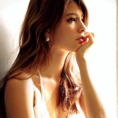 【大人気モデル・マギー】SEXY美ヒップボディを披露!?ヒップが…のサムネイル画像