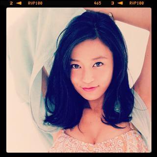小島瑠璃子の彼氏がカッコよすぎる!美男美女カップルに話題騒然!のサムネイル画像