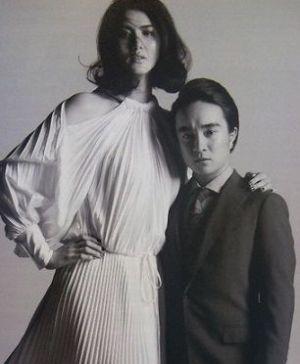 【凸凹&年の差婚】濱田岳の9頭身モデルの奥さんが美しすぎる!美麗画像集のサムネイル画像
