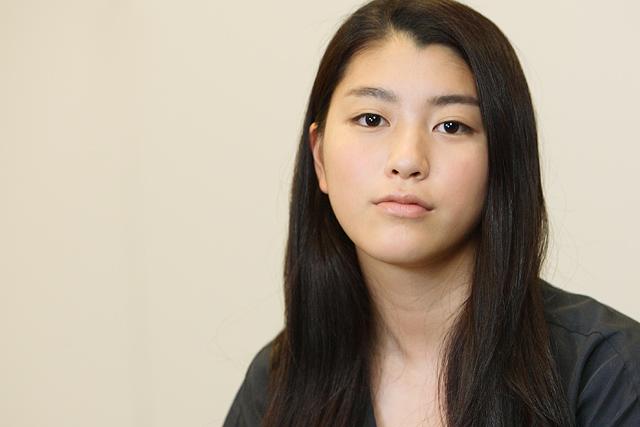 あの清純派女優成海璃子さんがまさかの喫煙!?衝撃画像です!!のサムネイル画像