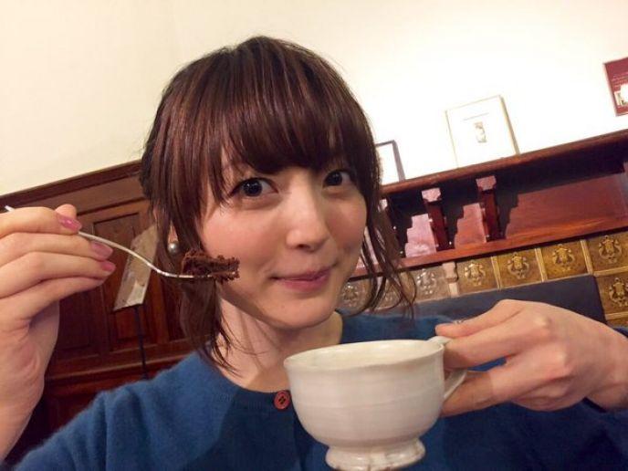 透明感のある声が魅力的!声優・花澤香菜の武道館ライブをご紹介のサムネイル画像