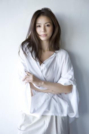 大人女子が目指すのは井川遥みたいな触りたくなるナチュラルな髪型!のサムネイル画像