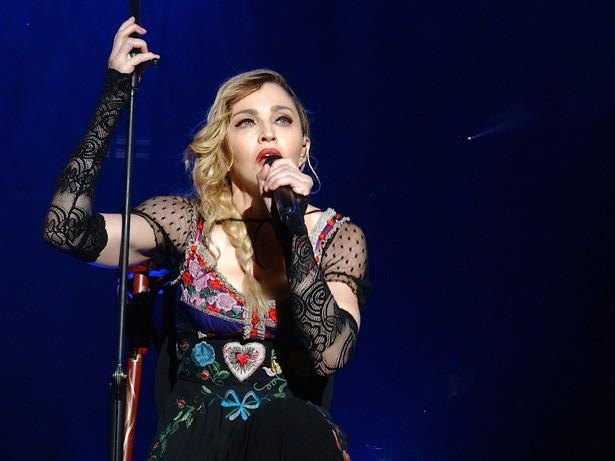 マドンナの名曲はどれ?マドンナの人気曲をランキングで紹介します!のサムネイル画像
