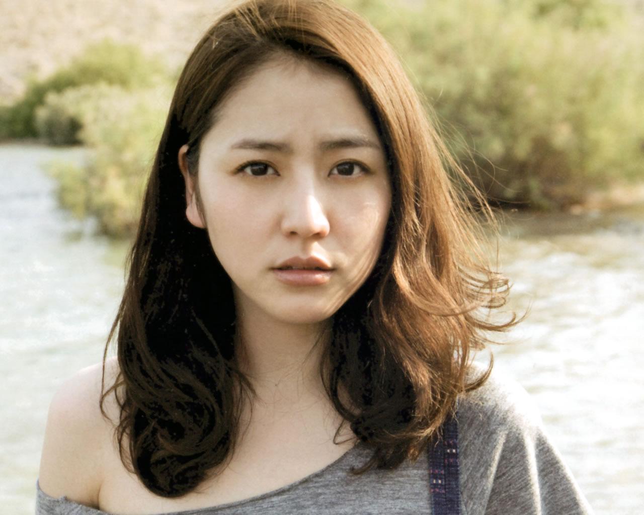 美脚女優長澤まさみ、憧れのスタイルをもつ彼女の父も有名人だった!?のサムネイル画像