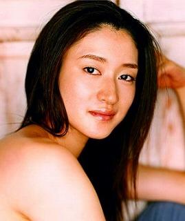 【小雪】結婚後も幸せいっぱい!美肌健在でリア充オーラが半端ない!のサムネイル画像