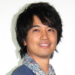 無造作パーマが魅力のイケメン、斎藤工。その髪型の歴史とは?のサムネイル画像