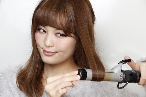 初心者でも作れるプロ級の巻き髪で女性らしさをUPさせる方法のサムネイル画像