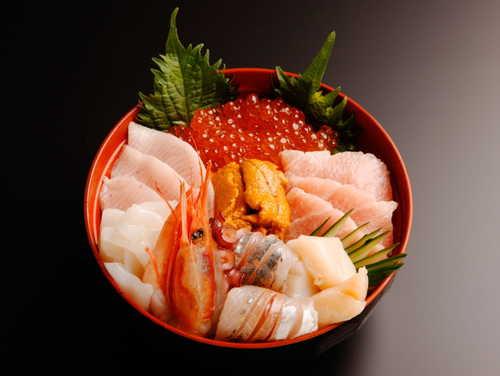 海鮮丼は具の選択次第で高カロリーにも低カロリーにもなる万能丼のサムネイル画像