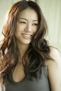 ダイエットで一変、色気のある女性へ!井川遥さんのキレイの秘密のサムネイル画像
