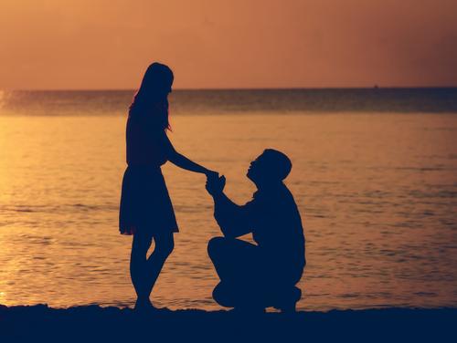 早く彼氏に結婚を考えてもらいたい!彼氏に結婚を意識させる方法は?のサムネイル画像