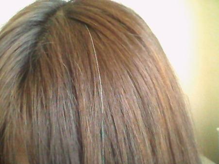 誰にも言えないヒミツの悩み・・・若くても増える白髪の原因は?のサムネイル画像