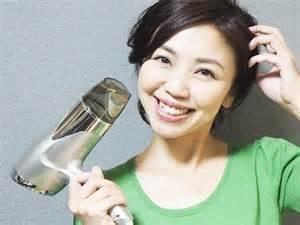しっとりヘアは正しい乾かし方から!つや髪になれる乾かし方とは?のサムネイル画像
