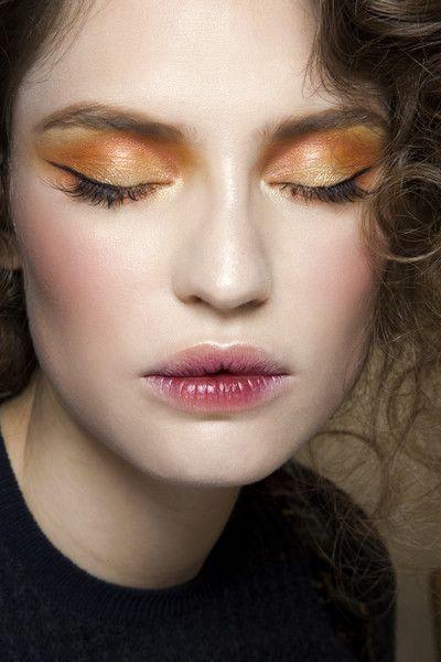 元気印のオレンジをアイシャドウで使いたい!おすすめアイシャドウのサムネイル画像