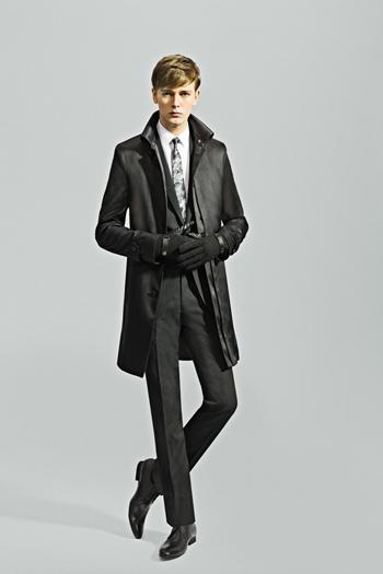 今年はどうする?スーツに合わせるコートのコーディネート例のサムネイル画像
