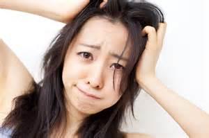 ショック!20代で既に髪が薄いと悩む人が急増中!その原因とは?のサムネイル画像