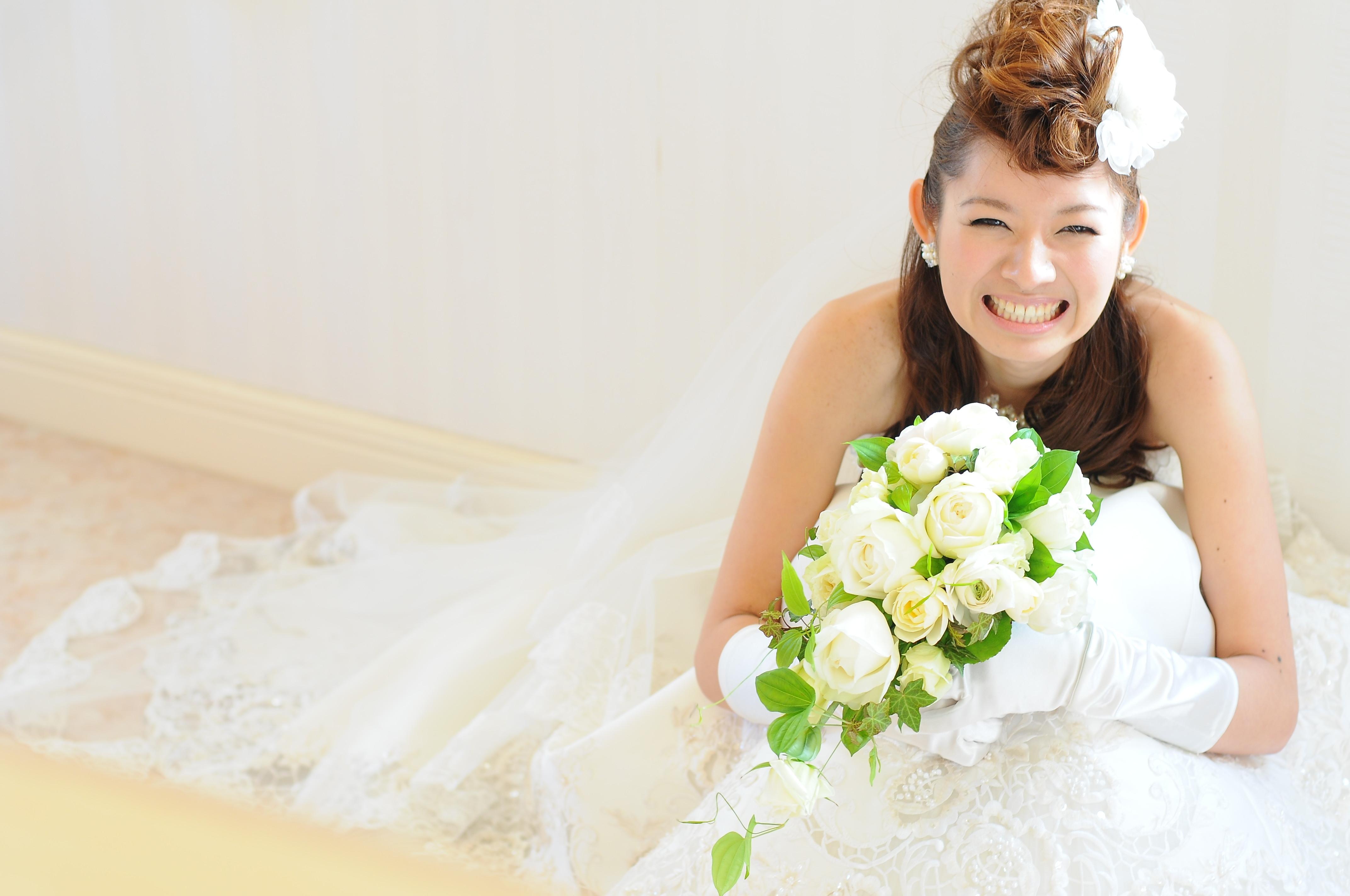花嫁必見!迷っちゃう!結婚式で輝く花嫁のヘアスタイルはこれ!のサムネイル画像