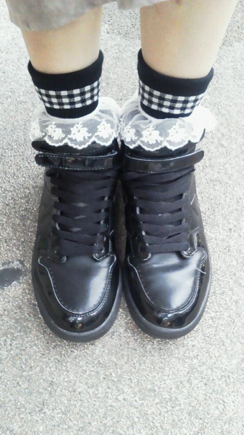 足元からオシャレに☆スニーカーと靴下のおすすめコーデ特集!のサムネイル画像